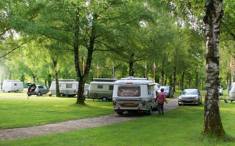 Location emplacements caravanes lac annecy for Location garage caravane